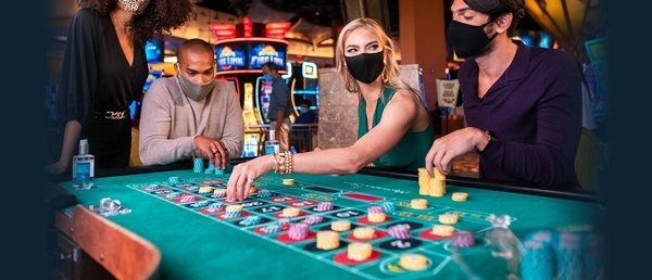 why is it beneficial 온라인카지노사이트 to play online casino games?